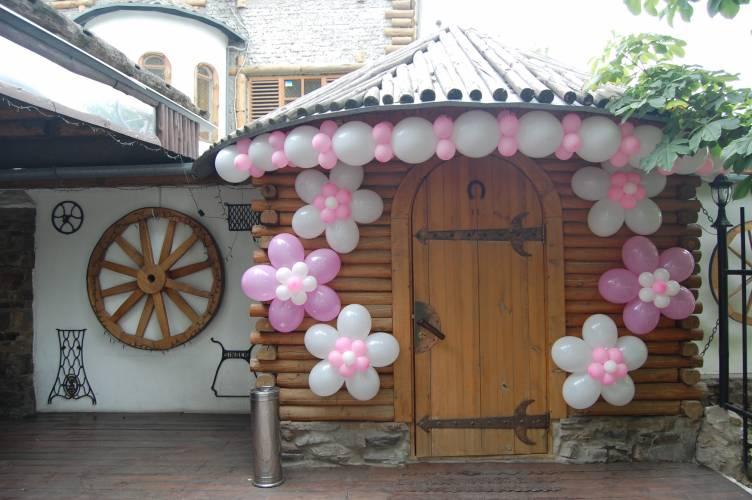 Как украсить двор частного дома на свадьбу своими руками