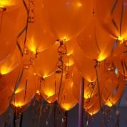 Оранжевые светящиеся шары